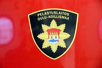 Turverekka syttyi tuleen Pudasjärvellä Kuusamontiellä – yksi ajokaista suljettu liikenteeltä