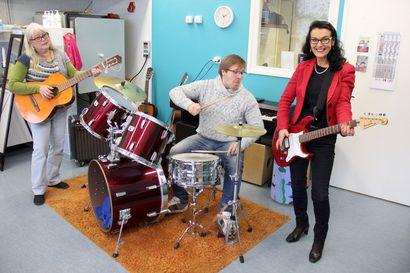 Musiikin ammattilainen haussa! – musiikkipajalla jammaillaan ryhmässä