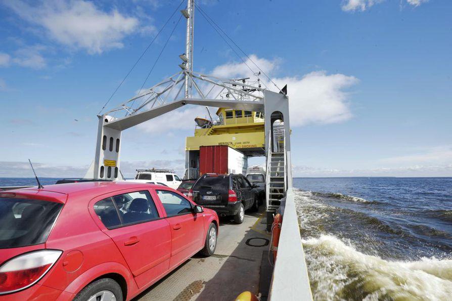 Nykyinen lauttaliikenne on tarkoitus korvata sillalla ja pengertiellä.