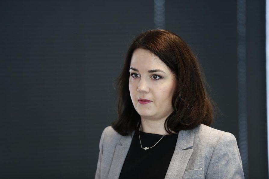Opetusministeri Sanni Grahn-Laasonen (kok.) sanoo, että espoolaiskoulussa sattunut sairaskohtaus täytyy tutkia tarkasti.