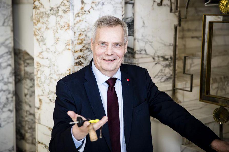Sdp:n puheenjohtaja Antti Rinne toi mukanaan moottoripurjeveneen avaimet, koska vene on Rymättylässä.
