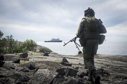 Ruotsi ja Suomi kietoutuvat sotilaallisesti yhteen, ja se saa tukea myös kansalaisilta – joiden puolustustahto kaikkiaan osoittaa rapautumisen merkkejä