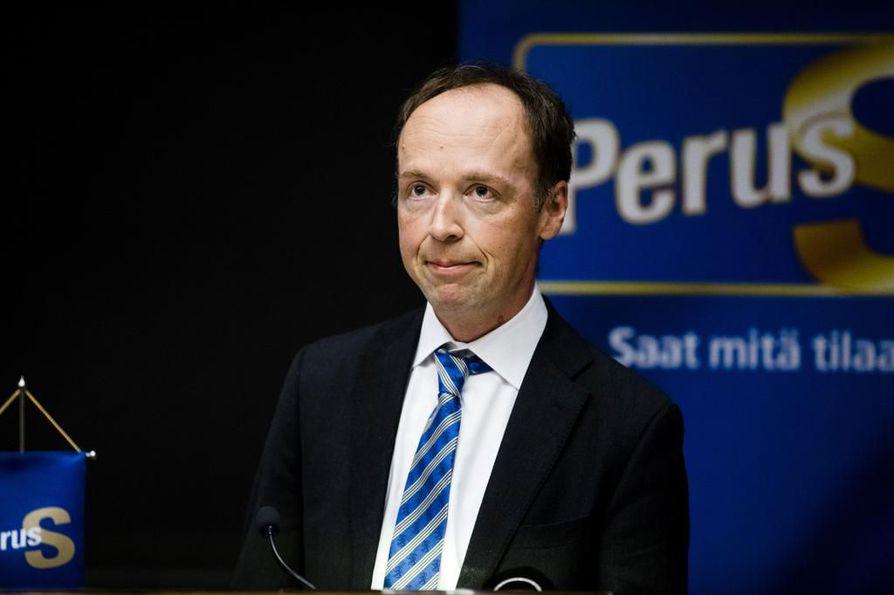 Perussuomalaisten puheenjohtaja suhtautuu pessimistisesti siihen, että muut puolueet pystyisivät nytkään tiukentamaan Suomen lepsua maahanmuuttopolitiikkaa.