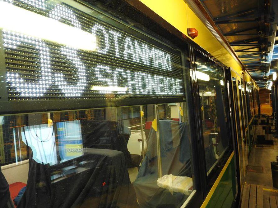 Kajaanilainen raitiovaunu tarvitsee tekijänsä. Škoda Transtech etsii ammattitaitoisia metallimiehiä kohta ehkä jo Aasiasta saakka.