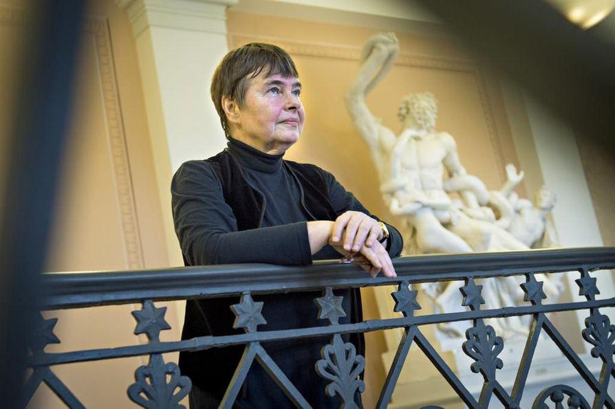 Lapin rikosoikeuden emeritaprofessori Terttu Utriaisen mukaan raiskaussäännöstöä pitäisi muuttaa niin, että sukupuoliyhteys ilman suostumusta on raiskaus.
