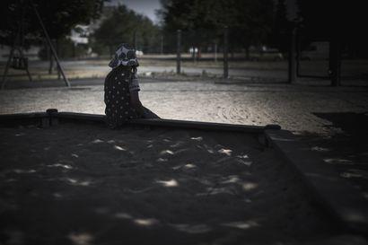 Kiireellisesti sijoitettujen lasten määrä jatkaa nousuaan, koronakevät huononsi jo ennestään vaikeaa tilannetta – suurin osa lastensuojelun kustannuksista syntyy sijoituksista