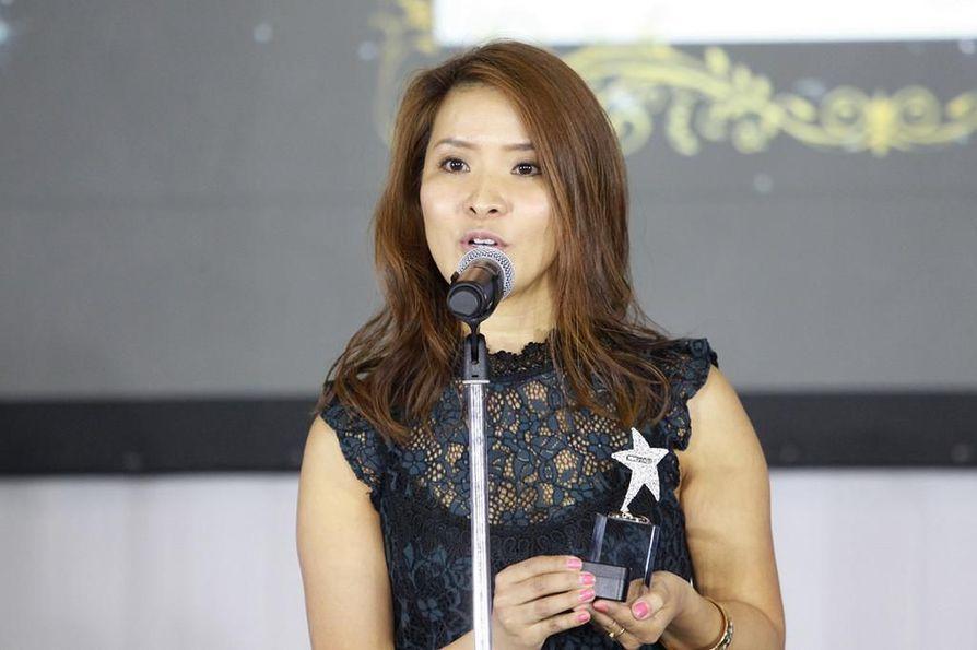 QuietOn Oy:n myyntijohtaja Ayaka Akashi vastaanotti palkinnon Yokohamassa.