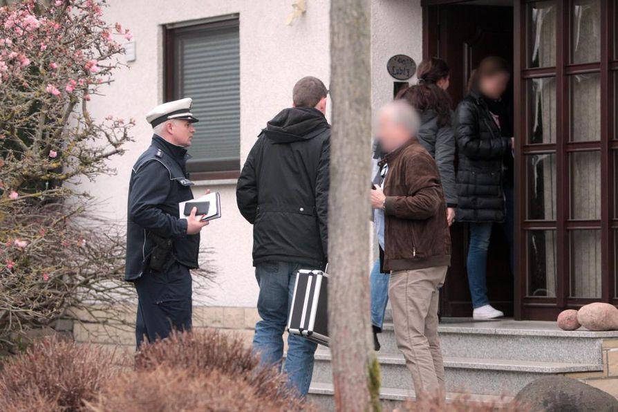 Poliisit tekivät etsinnän perämiehen kotitaloon Montabaurissa.