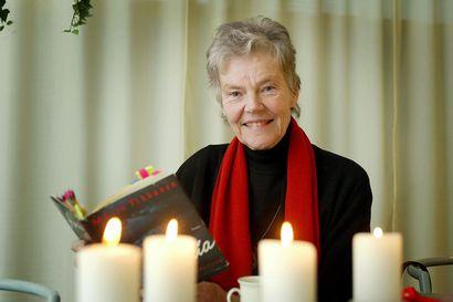 Arvio: Kuka saa sanoa ja mitä, on Johanna Holmströmin Märta Tikkasesta kirjoittaman elämäkerran keskeinen kysymys