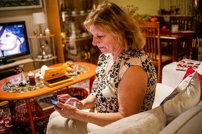 Koronan erottamat – Kolme lappilaista perhettä kertoo arjesta, jossa lähisukulainen on enää ääni puhelimessa
