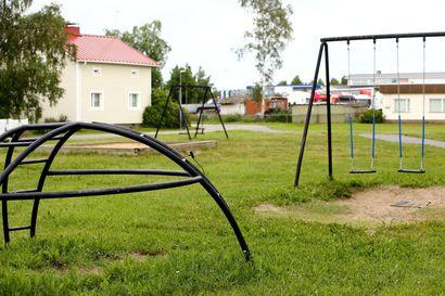 Niittykadun leikkipuisto oli jo poistettavien puistojen listalla, mutta nyt se kunnostetaan lahjoituksen voimin