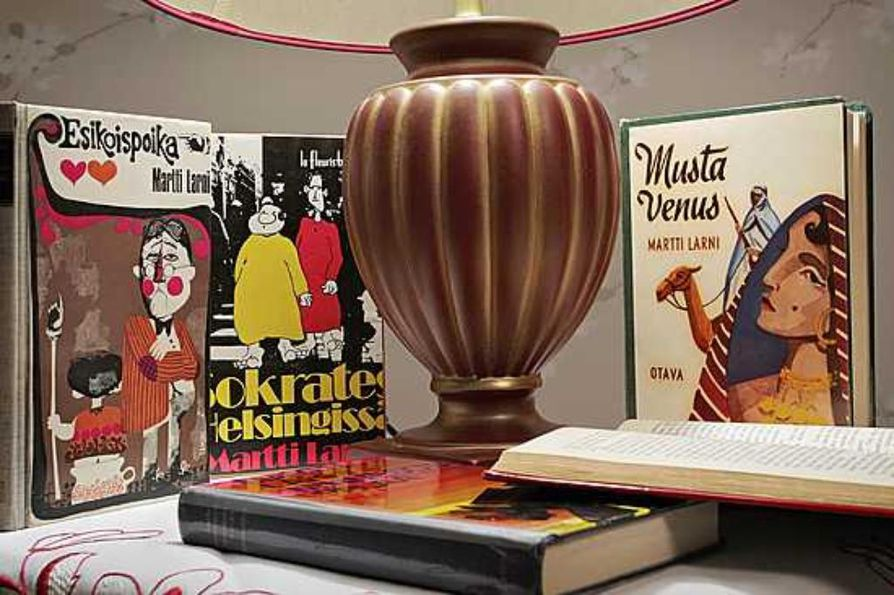 Martti Larni julkaisi yli 20 romaania ja kirjoitti myös salanimellä Dan Aster.