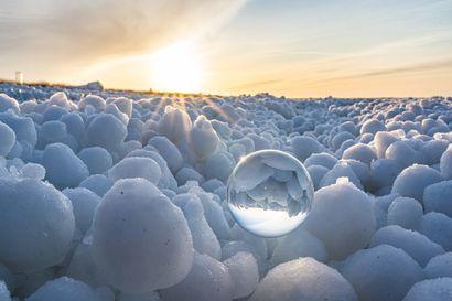 Kalajoella ihmeteltiin jääpallomerta ja Nallikarin edustalla tilkkutäkkijäätä