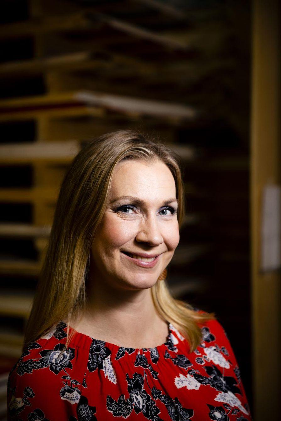 Karoliina Timonen on kirjailija ja suomentaja.