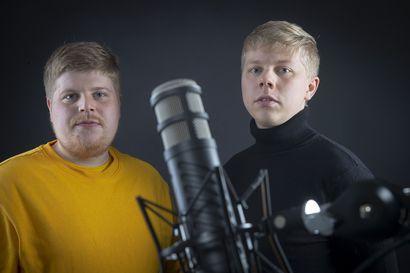 Keskinkertaisuuden ja Huuhkajien puolella – Kemistä lähtöisin olevat veljekset Jyri ja Henri Pesonen tekivät Huuhkajille kannatuslaulun