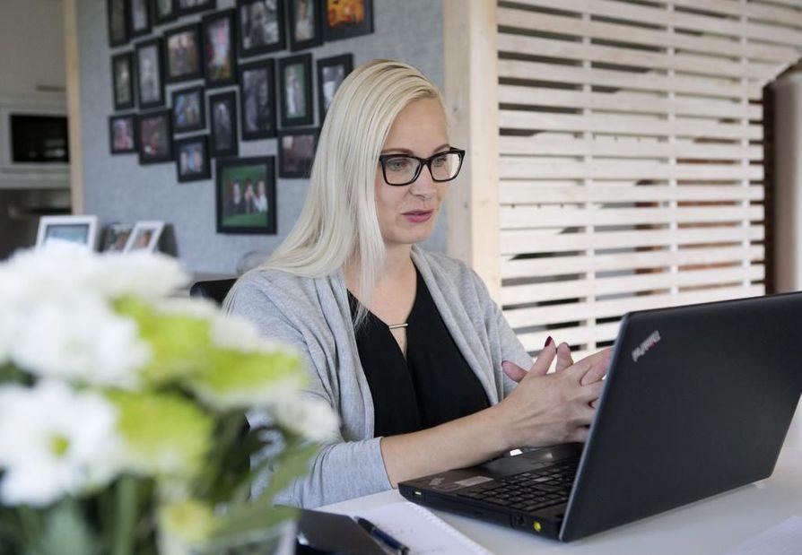 Tiina Hurme näkee kotitoimiston yhden ihmisen yritykselleen sopivimpana työtilana.