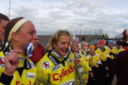 Pattijoen Urheilijoiden naisten joukkue voitti Suomen mestaruuden  16.9.2000