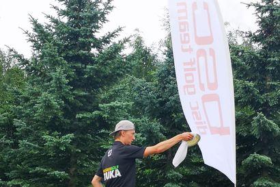 Teeriniemen Eetu mukana Suomen kovimpien joukossa – Sipoossa tänään alkavissa frisbeegolfin SM-kisoissa nähdään kuusamolainen pelaaja