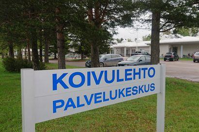 Vierailuja Palvelukeskus Koivulehdossa ei ole rajoitettu – koronaohjeet sitovat yhä sekä vierailijoita että hoitohenkilökuntaa erityisesti ikäihmisiä kohdattaessa