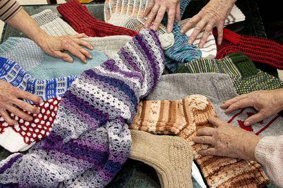 Varpaita ei vilu vihlo – liki seitsemän kiloa lankaa muuttuu sukiksi