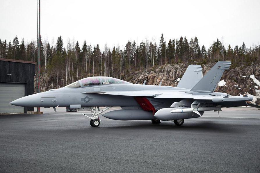 Super Hornet ja sen kuvassa oleva Growler-versio on suunniteltu lentotukialuskäyttöön, mikä tekisi niistä halvan ja luotettavan perusjyrän Suomen maantietukikohtiin. Growler kyllä kehittyy, mutta hiipuuko Super Hornet?
