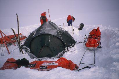 Timo Polarin ystävät paleltuivat lumikuoppaan Grönlannissa ja mies joutui miettimään, miksi hän itse jäi henkiin – Nämä seikat ratkaisevat selviytymisen kriisissä