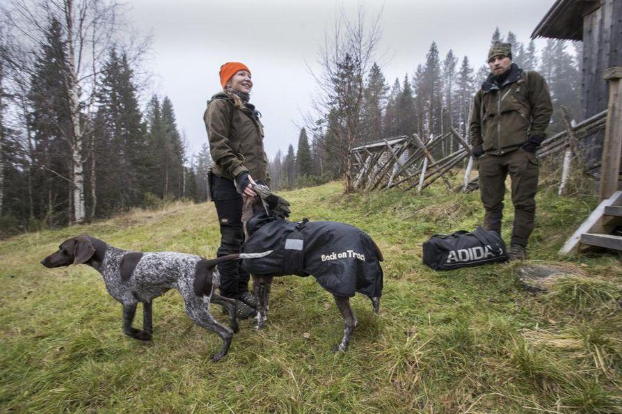 Pudasjärveläinen pariskunta Antti ja Sanna Kokko sekä lyhytkarvaiset saksanseisojat Navajo ja Suokukka ovat mukana Eränkävijät-sarjassa.