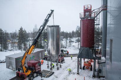 Tuhkaa Kuusamossa rakeiksi jopa 10 000 tonnia vuodessa – maarakentamiseen, ellei kelpaa metsään tai pellolle