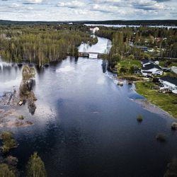 Tulvaseuranta: Vahinkorajat rikkoutuvat lähipäivien aikana Kittilässä ja Rovaniemellä, katso tuoreet kuvat Rovaniemeltä ja Ivalosta