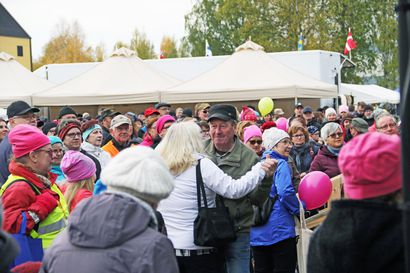 Talkootyöllä kerätty palkka ropisee yhteiseen laariin – Maija-Liisa ja Reijo ovat huhkineet Perunamarkkinoilla vuodesta toiseen