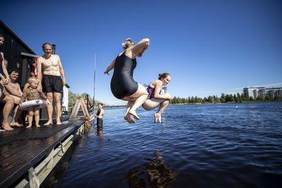 """Oulujoella lipuvilla saunalautoilla on isketty tänä kesänä ahkerasti löylyä – """"Oulussa olisi tilaa useammallekin yleiselle rantasaunalle"""""""