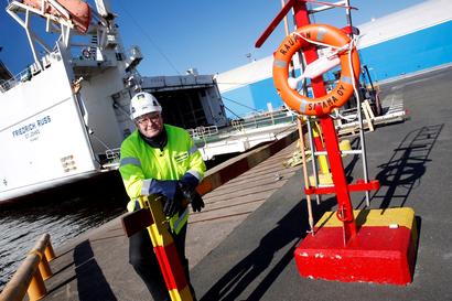 Business (melkein) as usual – satamat, tehtaat ja rakennustyömaat pyörivät, mutta suomalaisten yritysten sopeutumiskyky on koetuksella