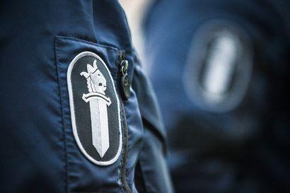 Virolaismies varasteli Kemissä ja karkasi pakomatkalle vartija kintereillään – nakkeli varastettuja tavaroita matkan varrelle