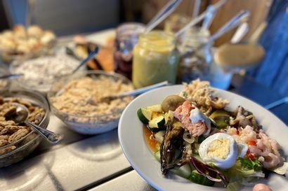 Syömässä: Kalaöverit merinäköalalla–Saaristolaisbuffet on tervetullut lisä Hailuodon ruokatarjontaan