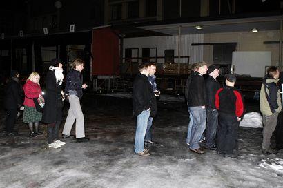 Vanhat kuvat: Porukka jonotti Hanoi Rocksin jäähyväiskeikalle Teatrialle – klubin alkuvaiheen villit konsertit