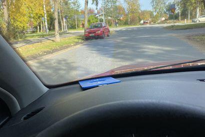 Päihtyneenä kovaa vauhtia ajanut kuljettaja törmäsi suojatietä ylittäneeseen naiseen Oulussa – uhrille vakavat vammat