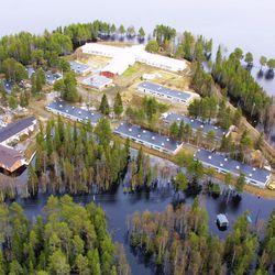 Kittilän kunta evakuoi tulvariskin vuoksi 70 ihmistä Pääskylänniemen alueelta