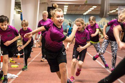 Rovaniemen lasten Moniurheilukoulu kutsuu uusia harrastajia – Lapsen ei tarvitse sitoutua yhteen lajiin