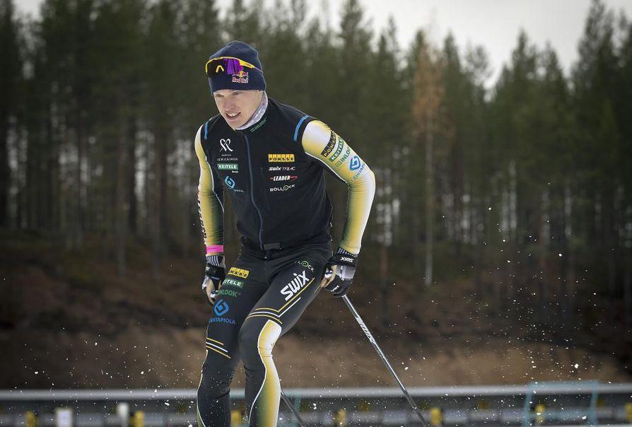 Iivo Niskasella on vauhti päällä Oloksella järjestetyissä ensilumen kisoissa. Arkistokuva.