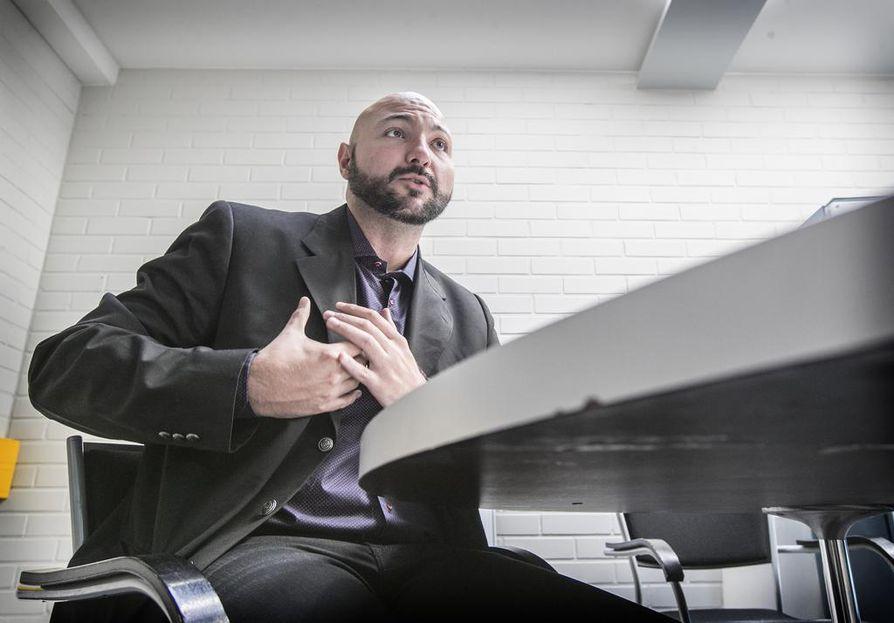 Terveysteknologiaan erikoistunut argentiinalaislääkäri Guido Giunti kävi tutkimusryhmänsä kanssa lähes 600 rintasyöpäpotilaille tarkoitettua matkapuhelimeen ladattavaa sovellusta.