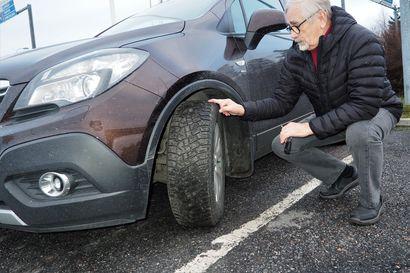 Moni yllättyy, kun auton kojelaudassa syttyy varoitusvalo vuotavan renkaan merkiksi – mutta vika ei löydykään renkaasta