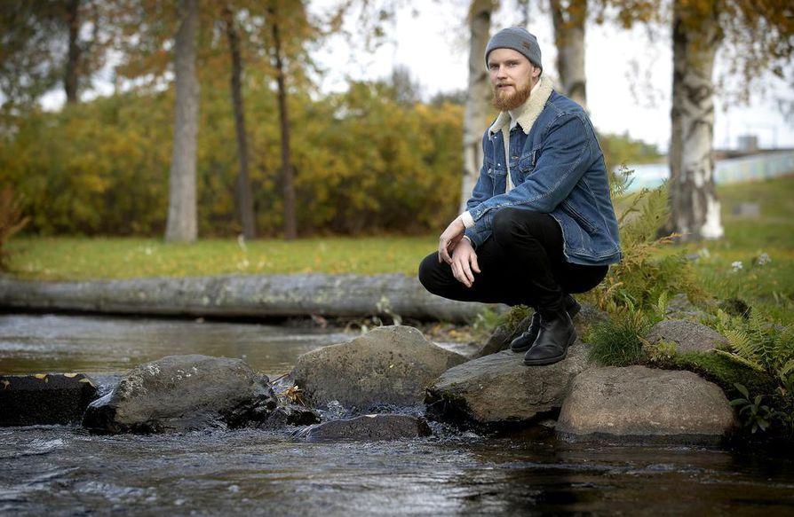 Aleksi Klytseroff pukkaa syksyllä vavat ja perhot hetkeksi mielestään ja keskittyy perheenisän rooliin. Kaiken liikenevän vapaa-ajan vie lokakuun alussa kastettu esikoispoika Eino.