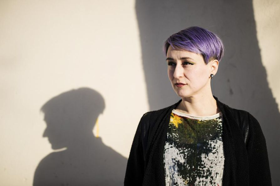 Maskussa asuva Magdalena Hai on yksi Finlandia-ehdokkaista. Taiteilijanimeä käyttävä kirjailija on saanut viime aikoina runsaasti huomiota. Keväällä hän voitti Tulenkantaja-kirjapalkinnon.