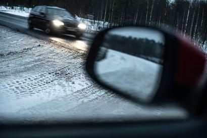 """""""Kesäähän me emme voi tehdä talven keskelle"""" – Koillismaan alkutalvi ei ole ollut keleiltään aivan normaali, ja se on näkynyt autoteillä"""