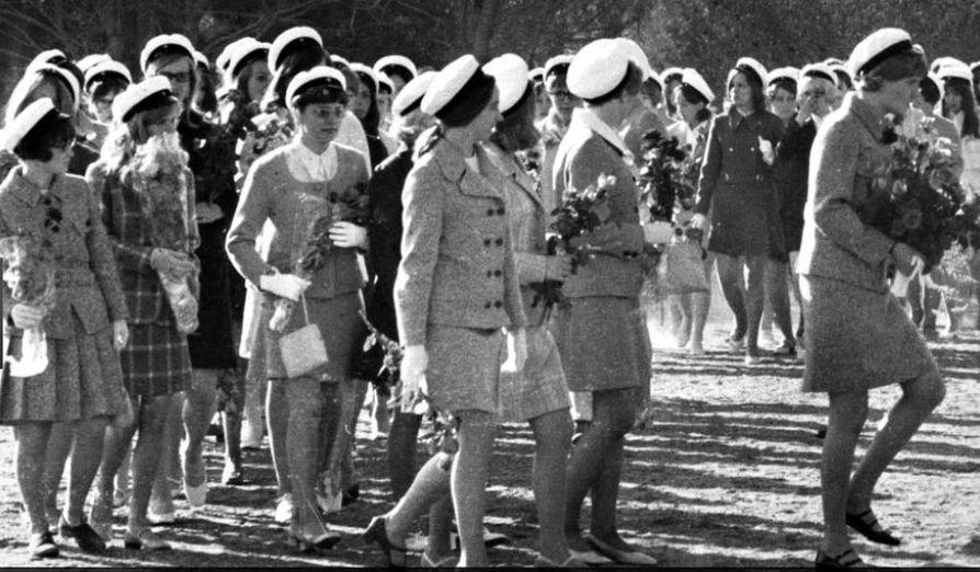 1960- ja1970-luvuilla jakkupuku oli kova juttu ylioppilasjuhlissa.