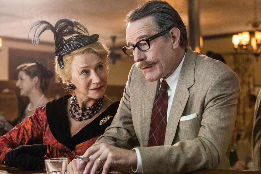 Helen Mirren ja Bryan Craston Hedda Hopperina ja Dalton Trumbona Hollywoodin kommunistikarkotuksia käsittelevässä elokuvassa Trumbo.