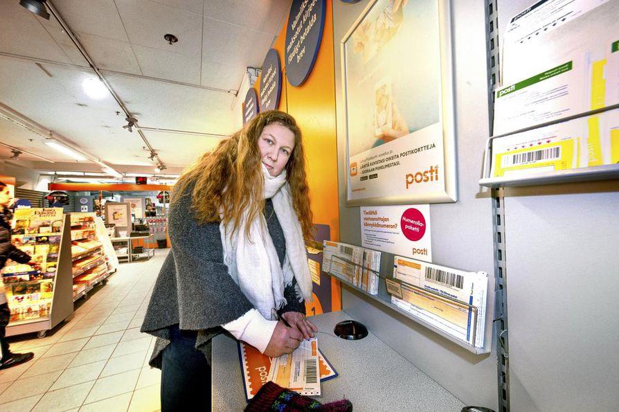 PAUn puheenjohtaja Heidi Nieminen kuvailee Postin vuokralatyöläisiin kohdistamaa painostusta törkeäksi.
