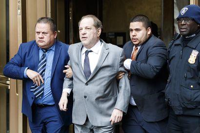 Hollywood-moguli Harvey Weinstein alustavaan sopuun häntä seksuaalisesta ahdistelusta syyttäneiden kanssa