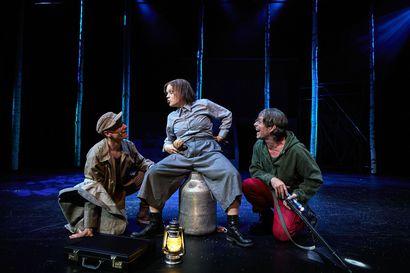 Teatteriarvio: Ulvova mylläri on raikas ja kotoisa kombo