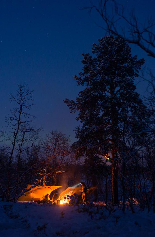Leiri Lemmenjoen kansallispuistossa lokakuun lopulla. Tässä vaiheessa yöpakkaset yltivät jo -20 asteeseen.